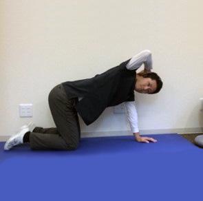 肩甲骨のストレッチ3